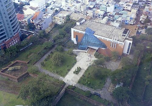 Ông Tô Văn Hùng đề xuất chọn khu vực thành Điện Hải làm quảng trường trung tâm của thành phố. Ảnh: Nguyễn Đông.