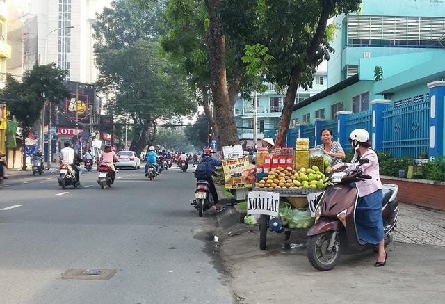 Các mặt hàng thức ăn đường phố rất đa dạng, đáp ứng mọi nhu cầu của người dân