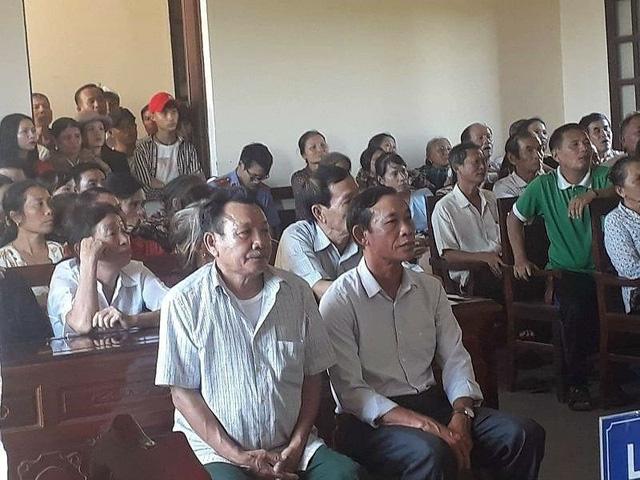 Hai bị cáo Nguyễn Trọng Đậu và Võ Trọng Đạt tại phiên xét xử.