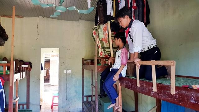 Các em học sinh bán trú ở vùng cao Tây Giang rất khó khăn khi không còn hỗ trợ của nhà nước