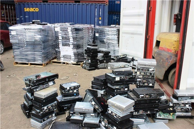 """Hải quan TPHCM đang tìm nhiều giải pháp để """"chống chọi"""" với phế liệu nhập khẩu """"vô chủ"""" nằm án ngữ tại các bến cảng"""
