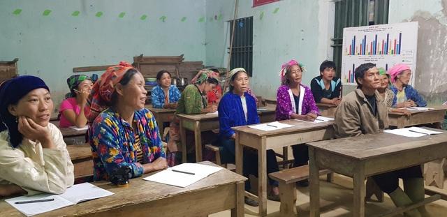 Lớp học xóa mù chữ cho đối tượng từ 15 đến 60 tuổi tại điểm trường thôn Cốc Méo, xã Bát Đại Sơn, huyện Quản Bạ (Hà Giang).