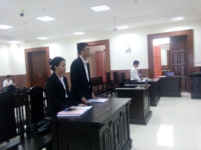 Đại diện các bên tại tòa.