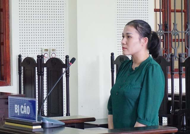 Bị cáo Lương Thị Huyền tại phiên tòa.