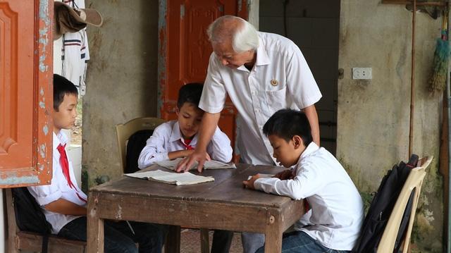 Không chỉ mở lớp học miễn phí, vợ chồng cụ Nhượng còn nuôi ăn ở nhiều trường hợp có hoàn cảnh đặc biệt.