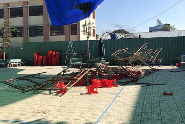 Hiện trường sự cố sập giàn giáo tại trường tiểu học Huỳnh Văn Bánh ngay ngày 20/11 khiến hàng chục học sinh bị thương