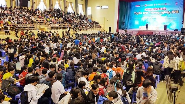 Hàng nghìn học sinh dự chương trình tư vấn tuyển sinh - hướng nghiệp 2018 tại Huế. (Ảnh minh họa)
