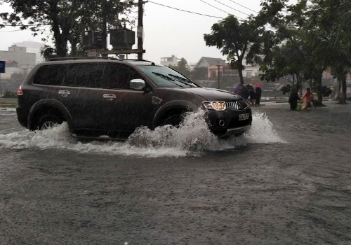 Đà Nẵng đã mưa lớn trở lại, gây ngập nhiều tuyến đường ở trung tâm. Ảnh: Nguyễn Đông.