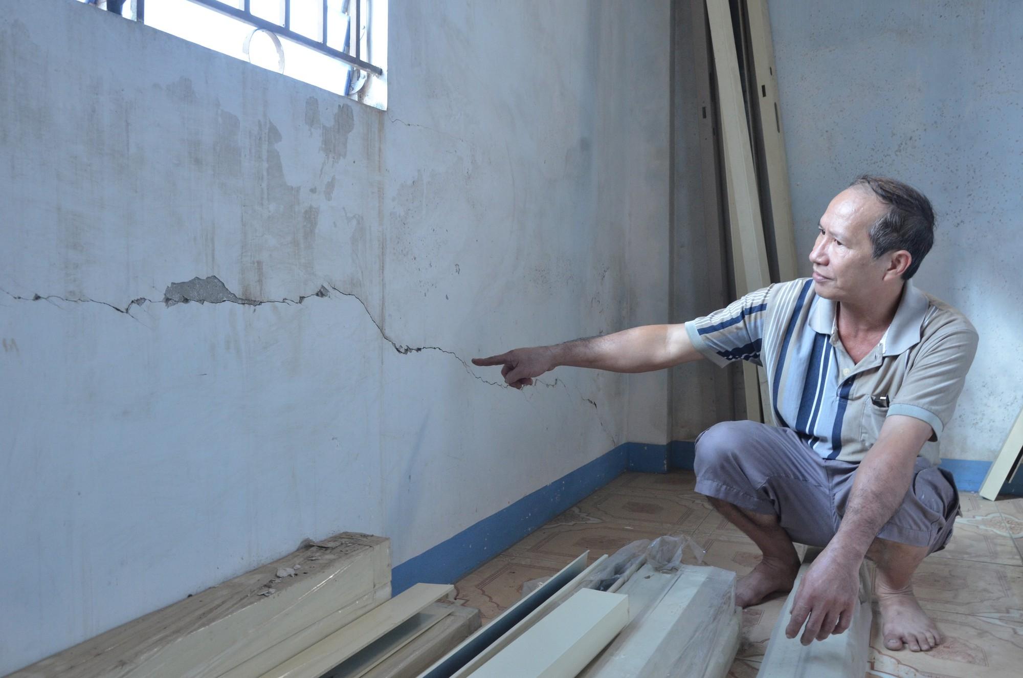 Dân tố công ty điện lực làm nứt nhà, đền bù giá bèo - Ảnh 1.