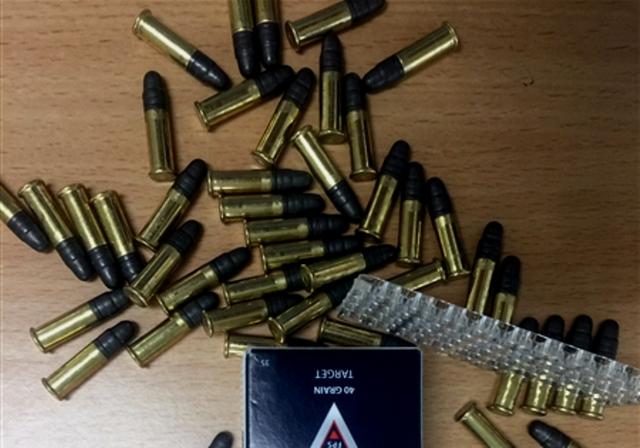 Xe khách chở hơn 20.000 viên đạn khi nhập cảnh - Ảnh 1.