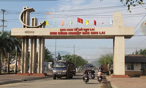 Năm 2003, Thủ tướng Chính phủ thành lập Khu kinh tế mở Chu Lai - đây là khu kinh tế mở ven biển đầu tiên của Việt Nam được Chính phủ cho phép áp dụng các cơ chế, chính sách thông thoáng, tạo môi trường đầu tư kinh doanh thuận lợi, bình đẳng cho các nhà đầu tư trong và ngoài nước.Ảnh: Đắc Thành.