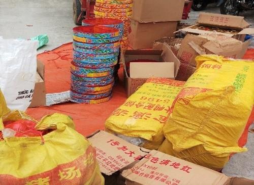 Gần 400 kg pháo xuất xứ từ Trung Quốc bị bắt giữ. Ảnh: Thanh Trường
