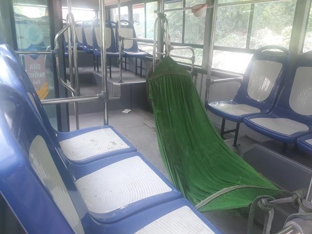 Thiếu nợ, 16 xe buýt bị ngân hàng niêm phong - Ảnh 1.