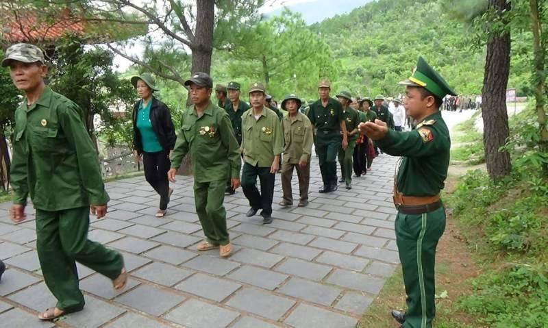 Người lính quân hàm xanh canh gác mộ Đại tướng Võ Nguyên Giáp  - Ảnh 2.