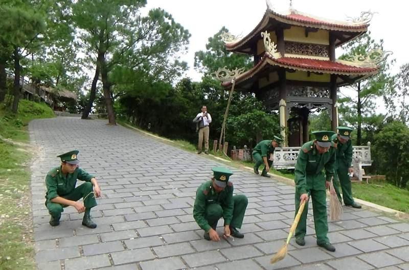 Người lính quân hàm xanh canh gác mộ Đại tướng Võ Nguyên Giáp  - Ảnh 3.