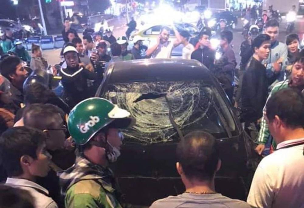 Hà Nội: Ô tô gây tai nạn liên hoàn, 2 phụ nữ mang thai nhập viện - Ảnh 1.