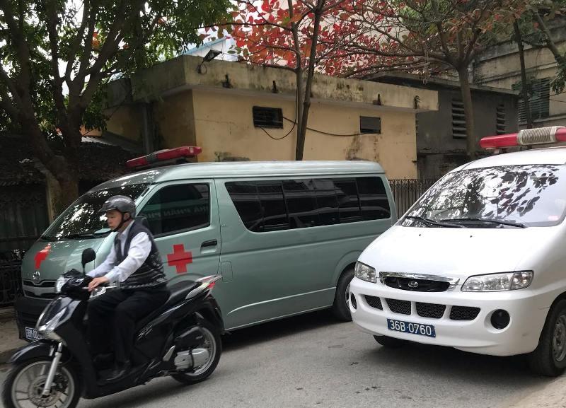 Vụ hàng loạt xe cứu thương chở lãnh đạo đi dự hội nghị: Kết hợp chở bệnh nhân đi cấp cứu?! - Ảnh 1.