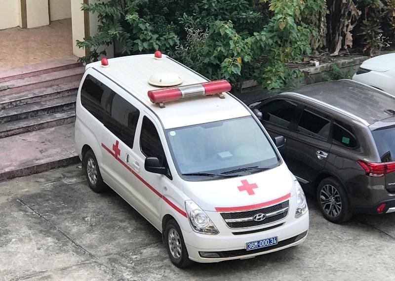 Vụ hàng loạt xe cứu thương chở lãnh đạo đi dự hội nghị: Kết hợp chở bệnh nhân đi cấp cứu?! - Ảnh 2.