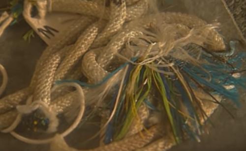 Sợi dây thừng đặc biệt dùng để trói chân nạn nhân.