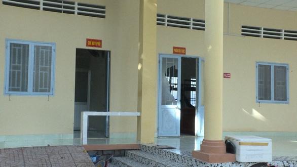 Nhóm thanh niên tấn công dân quân tự vệ từ trụ sở vào tận bệnh viện - Ảnh 1.