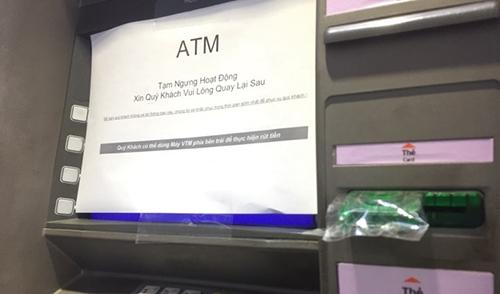 Hệ thống máy ATM thường xuyên rơi vào tình trạng ngừng hoạt động vào dịp cuối năm. Ảnh: H.T