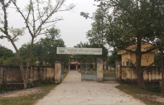 Trường Tiểu học Y.B. (huyện Yên Định, Thanh Hóa) - nơi công tác trước đây của ông T và bà Q.