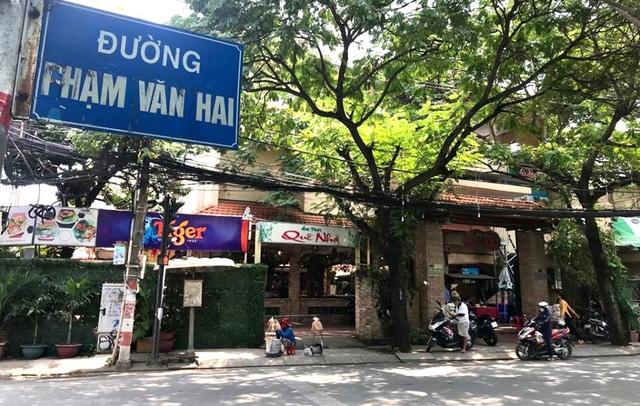 Khu đất số 7 Phạm Văn Hai (phường 1, quận Tân Bình, TP.HCM - Nhà hàng Quê Nhà) có vị trí khá đẹp, nằm ngay góc ngã tư Phạm Văn Hai – Nguyễn Trọng Tuyển.