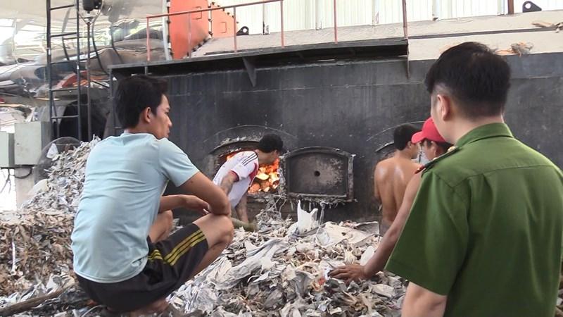 Bình Dương: Công ty đốt rác thải công nghiệp gây ô nhiễm - ảnh 1