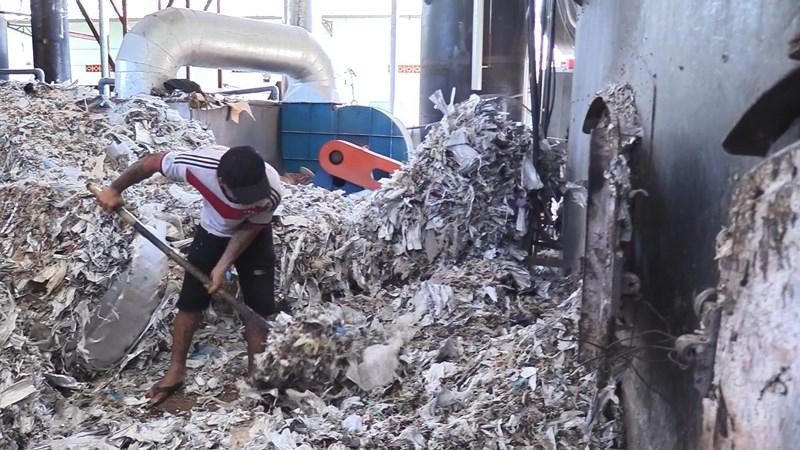 Bình Dương: Công ty đốt rác thải công nghiệp gây ô nhiễm - ảnh 2