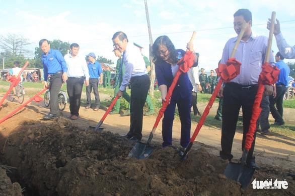 Khởi công công trình nước sạch cho dân vùng hạn Ninh Thuận - Ảnh 1.
