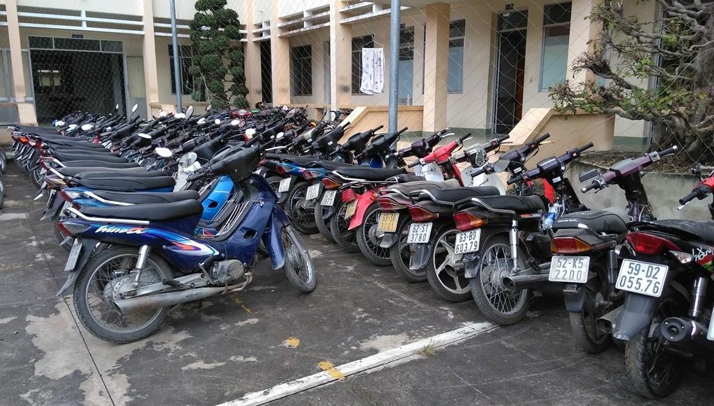 Phát hiện tiệm cầm đồ cầm gần 100 xe máy không chính chủ - Ảnh 1.