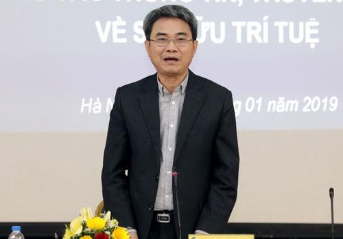Ông Đinh Hữu Phí chia sẻ thông tin về công tác xử lý đơn sở hữu trí tuệ. Ảnh: Anh Tuấn.