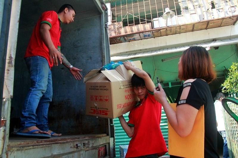 Người dân khóc khi dọn đồ khỏi chung cư bị nghiêng ở TP.HCM - ảnh 6