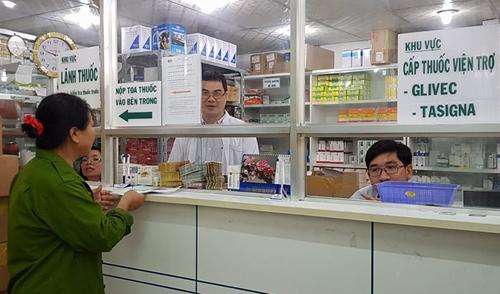 Quầy cấp phát thuốc viện trợ Glivec tại Bệnh viện Truyền máu Huyết học TP HCM. Ảnh: Lê Phương.