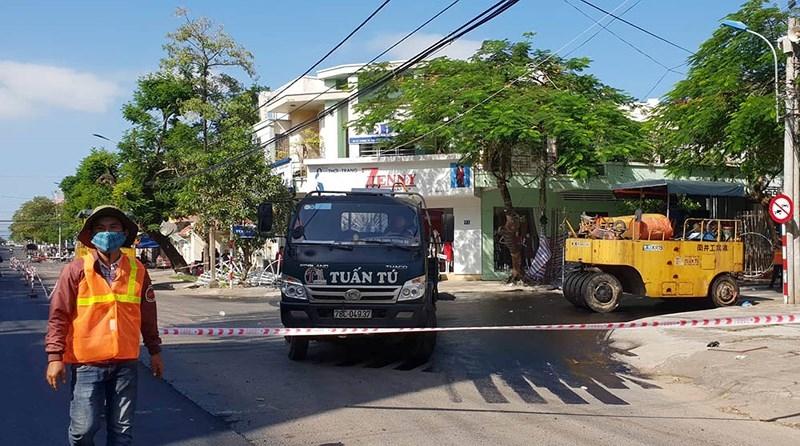Tuy Hòa: Dân không có lối đi vì đường bị đóng để sửa chữa - ảnh 1