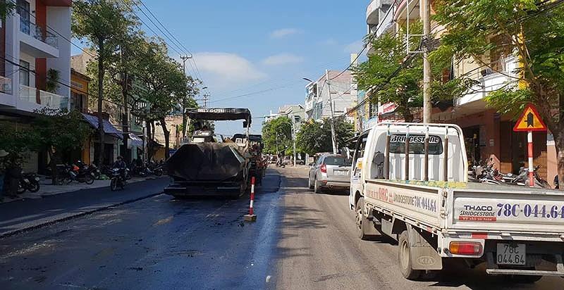 Tuy Hòa: Dân không có lối đi vì đường bị đóng để sửa chữa - ảnh 4