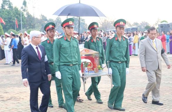 An táng 44 hài cốt liệt sĩ quân tình nguyện Việt Nam - Ảnh 1.