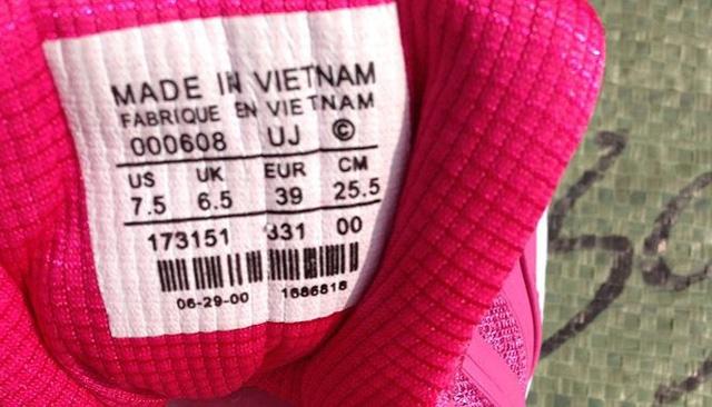Cảnh báo hàng ngoại mượn xuất xứ Việt Nam để hưởng miễn thuế - Ảnh 1.