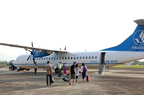 Du khách đến Côn Đảo bằng máy bay. Ảnh: Xuân Hoa