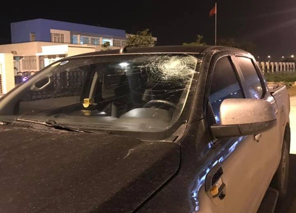 Ô tô bị ném vỡ kính trên đường cao tốc Hà Nội - Hải Phòng - Ảnh 2.