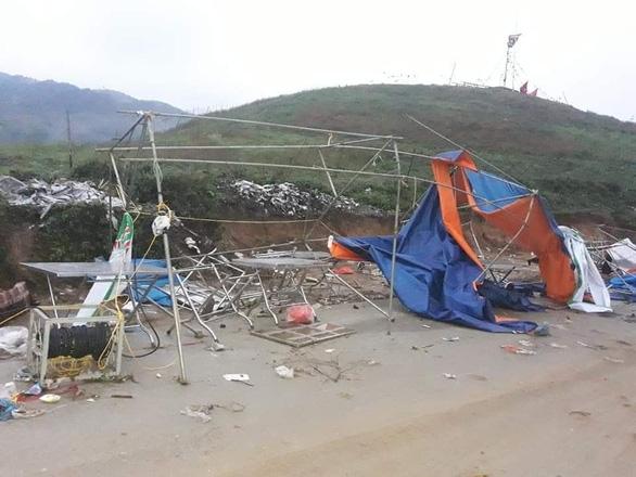 Hàng chục nhà dân bị thiệt hại do dông lốc, mưa đá ở các tỉnh phía Bắc - Ảnh 6.
