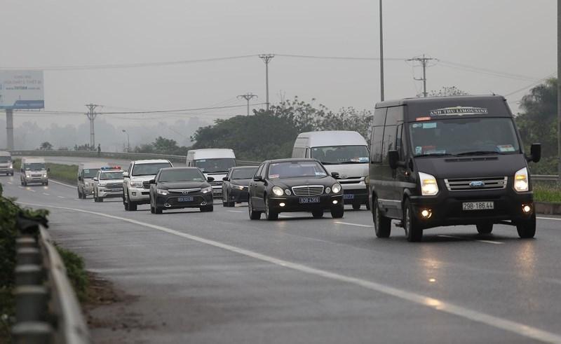 Cận cảnh đoàn xe hộ tống ông  Kim Jong-un về Hà Nội - ảnh 9