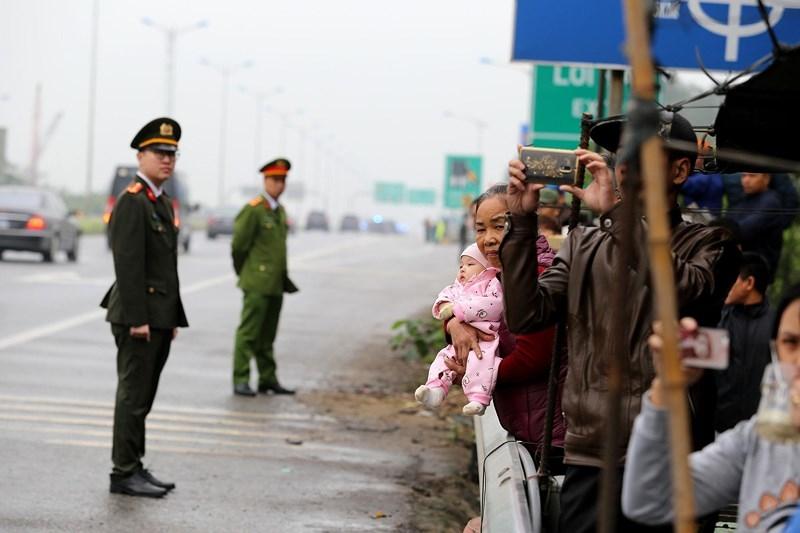 Cận cảnh đoàn xe hộ tống ông  Kim Jong-un về Hà Nội - ảnh 10