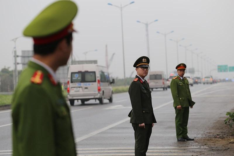 Cận cảnh đoàn xe hộ tống ông  Kim Jong-un về Hà Nội - ảnh 11