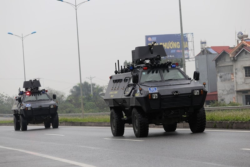 Cận cảnh đoàn xe hộ tống ông  Kim Jong-un về Hà Nội - ảnh 12