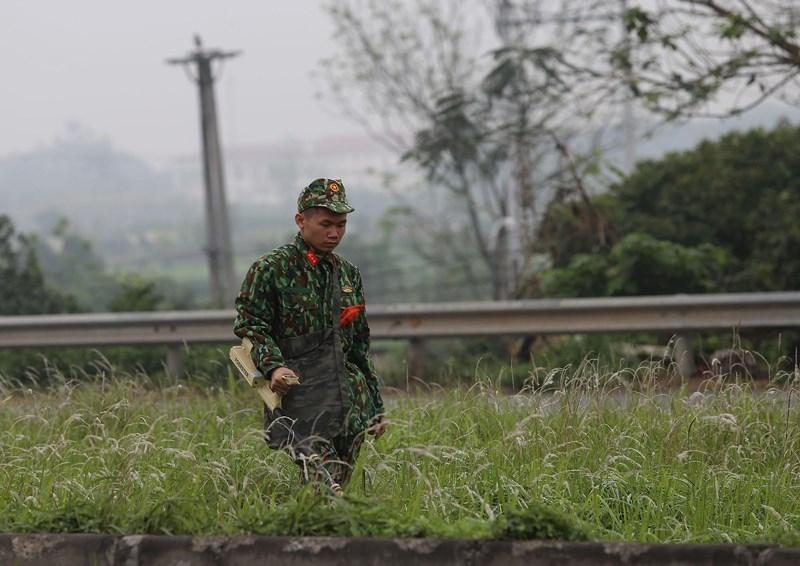 Cận cảnh đoàn xe hộ tống ông  Kim Jong-un về Hà Nội - ảnh 3