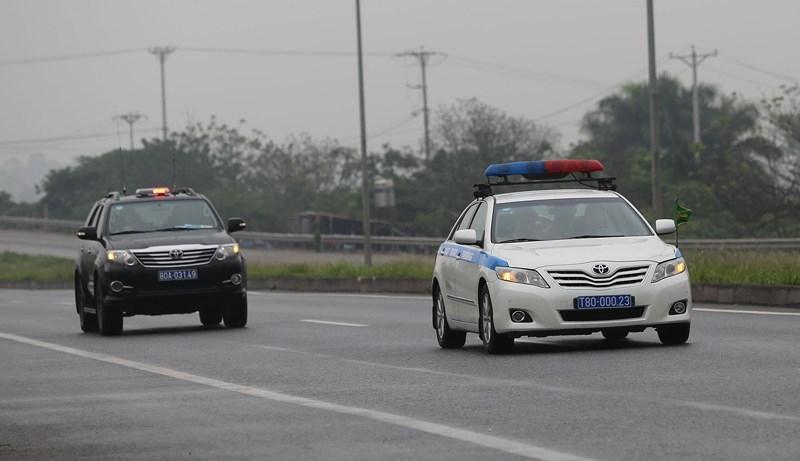 Cận cảnh đoàn xe hộ tống ông  Kim Jong-un về Hà Nội - ảnh 4