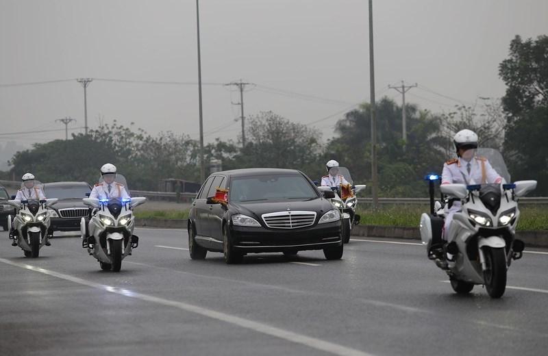 Cận cảnh đoàn xe hộ tống ông  Kim Jong-un về Hà Nội - ảnh 5