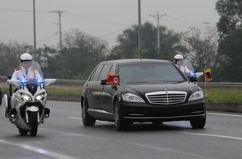 Cận cảnh đoàn xe hộ tống ông  Kim Jong-un về Hà Nội - ảnh 6