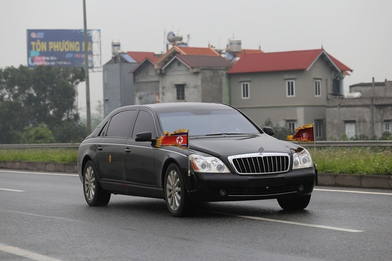 Cận cảnh đoàn xe hộ tống ông  Kim Jong-un về Hà Nội - ảnh 7